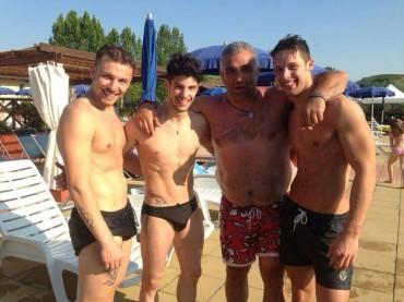 Amici 2013: Nicolò Noto in costume e in piscina – foto