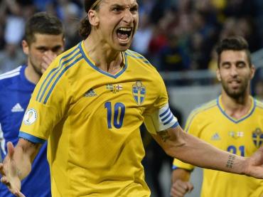 Zlatan Ibrahimovic e l'esultanza nazionale con pacco