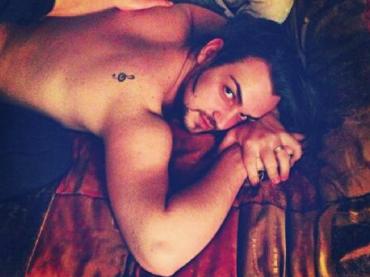 Valerio Scanu e il massaggio ignudo su Instagram