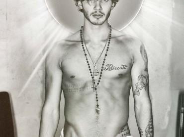 Stefano De Martino sexy Gesù sul suo sito ufficiale – foto