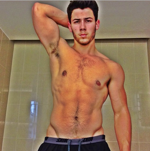 Nick Jonas si rivela gay in Kingdom - Spetteguless