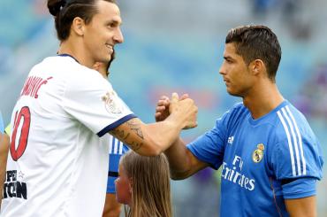 Cristiano Ronaldo e l'occhiata a Zlatan Ibrahimovic – il video