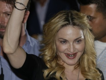 Madonna a Roma: un bacio ai fan e vaffanculo – il video