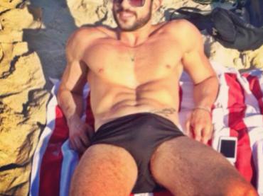 Harry Louis e la felicità da spiaggia in un'unica foto
