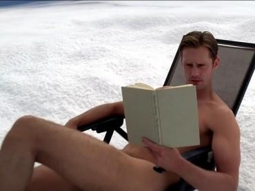 True Blood 6:   Alexander Skarsgard tutto nudo cor batacchio ar vento – le foto e il video