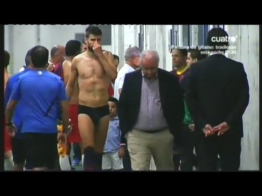 Gerard Pique e pacco a fine partita – il video