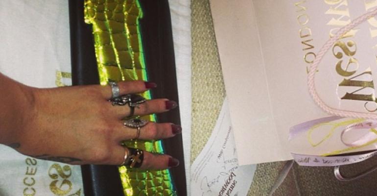 Pochette fallica targata Vivienne Westwood per Rihanna