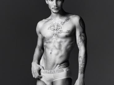 Stefano de Martino in mutande per PRIMAL – prima foto ufficiale