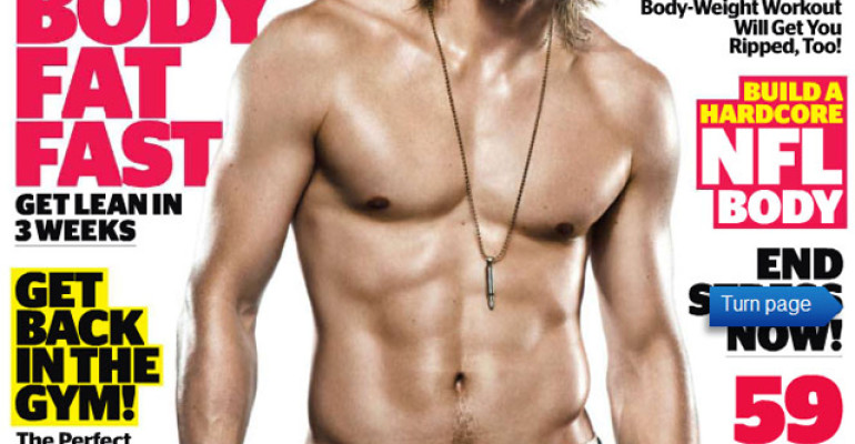 Charlie Hunnam nudo e a 90° in Sons of Anarchy