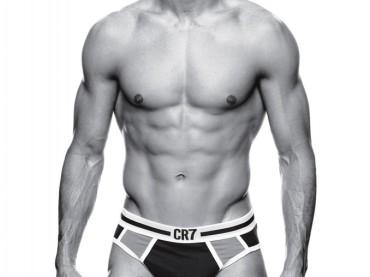 CR7: Cristiano Ronaldo show in mutande