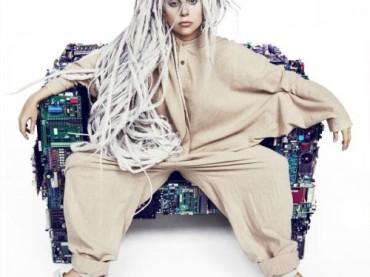 Lady Gaga diventa PISOLONE per Artpop