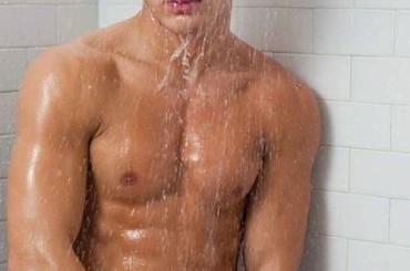 Kerry Degman da sturbo sotto la doccia – le foto