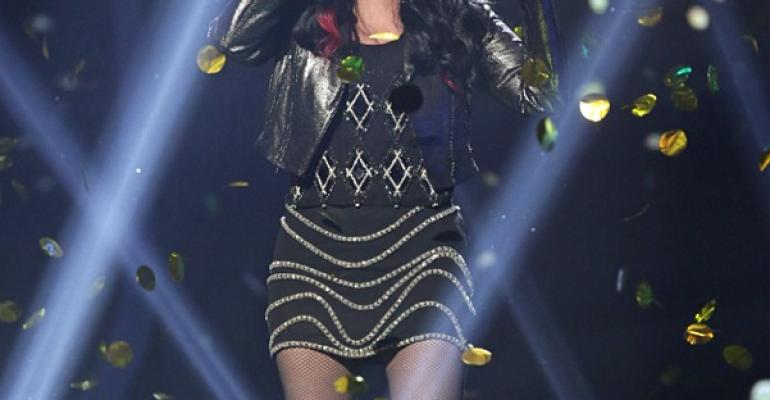 Cher manda affanculo la Russia omofoba – vola Closer To The Truth