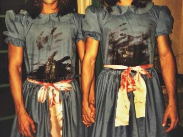 I gemelli di Teen Wolf e di DESPERATE diventano le gemelle di Shining per HALLOWEEN