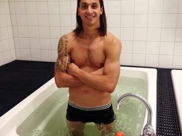 Zlatan Ibrahimovic in mutande e in vasca