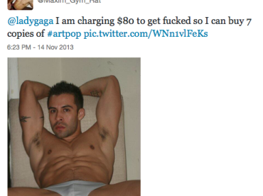 Ecco il matto che si PROSTITUISCE su Twitter per comprare ALTRE copie di Artpop