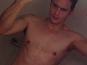 James Franco mezzo nudo su Instagram