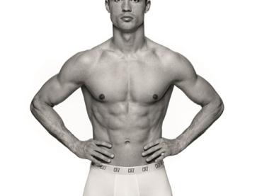 Cristiano Ronaldo di nuovo in mutande per il SUO intimo – foto