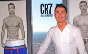 Cristiano Ronaldo di nuovo in mutande per il SUO intimo - foto