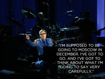 Elton John dedica il suo concerto russo alle vittime dell'omofobia