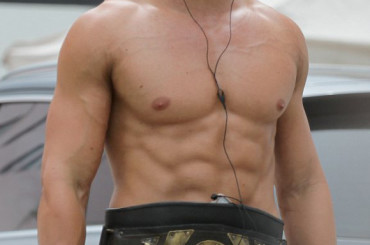 Kellan Lutz è Hercules – e mostra i muscoli