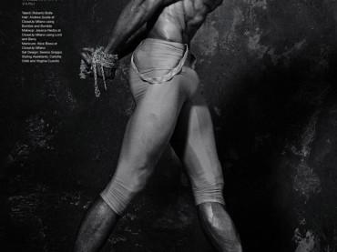 Roberto Bolle straborda de pacco su Vogue Japan
