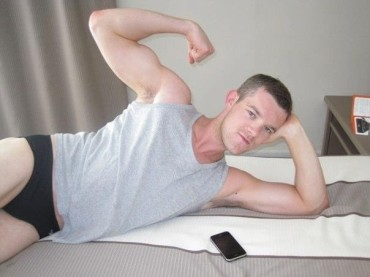 Looking –  Russell Tovey in mutande