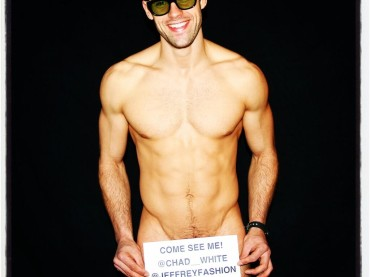 Chad White nudo su Twitter