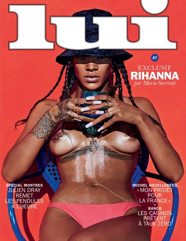 Rihanna in topless tette piercing al capezzolo
