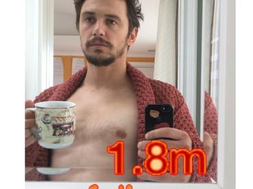 Pioggia di selfie a petto nudo per James Franco – le foto