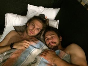 James Franco a letto con KEEGAN ALLEN – la foto
