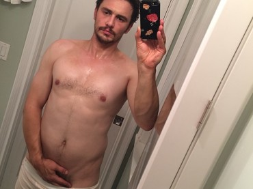 James Franco quasi tutto nudo via selfie – la foto