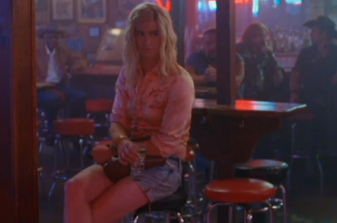 Andrew Garfield 'drag' per gli Arcade Fire – il video ufficiale di We Exist