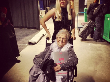 Inez Whitfield – ha 87 anni la più vecchia fan di Lady Gaga