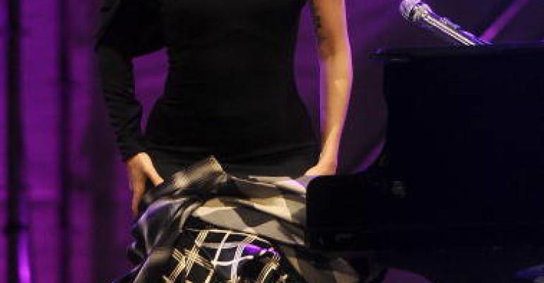 Gianni Alemanno NON incontrò Lady Gaga perché credeva fosse SATANISTA