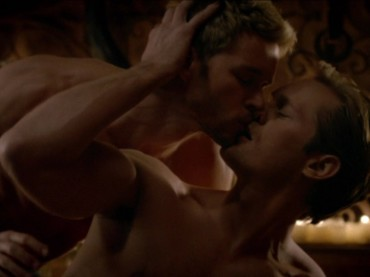 True Blood 7 – sesso gay tra Alexander Skarsgård e Ryan Kwanten – foto, video e gif