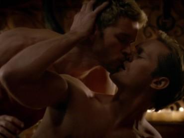 True Blood 7 – sesso gay tra Alexander Skarsgård e Ryan Kwanten – foto, video e gif
