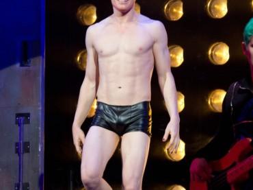Michael C. Hall è Hedwig – gnocco e fisicato sul palco