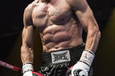 Southpaw: Jake Gyllenhaal fisicato e tatuato pugile nella prima foto