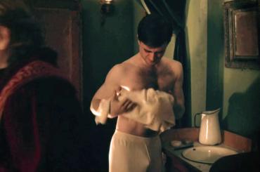 Daniel Radcliffe eccitato nella miniserie Appunti di un giovane medico – la scena