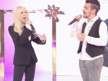 Valerio Scanu ed Ivana Spagna cantano IL MONDO E' MIO (+ medley natalizio) – video
