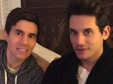John Mayer e il selfie GIUSTO UN PELO photoshoppato