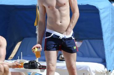 Neil Patrick Harris se lo smucina in spiaggia