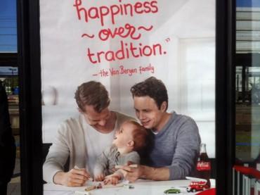Coca Cola, famiglia gay nei poster pubblicitari d'OLANDA