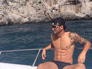 Felipe Anderson della Lazio in costume e a cosce aperte su Instagram