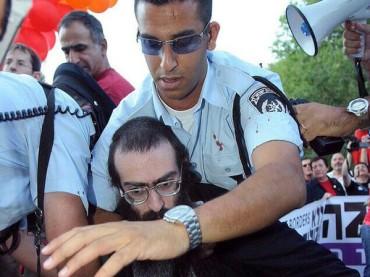Pride di Gerusalemme finisce in tragedia: sei ragazzi accoltellati da pazzo israeliano