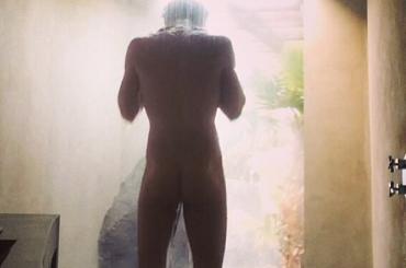 Jon Kortajarena tutto nudo su Instagram