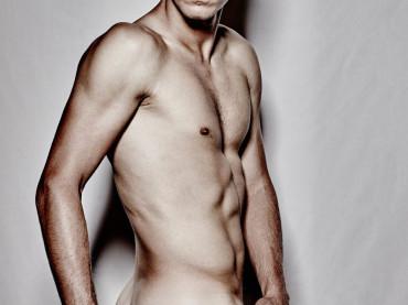 Tomas Berdych nudo su Cosmopolitan per beneficenza