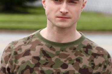 Imperium, look 'militare' con boccia per Daniel Radcliffe