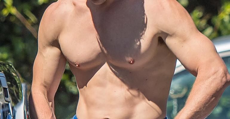 Chris Hemsworth è un DIO da spiaggia